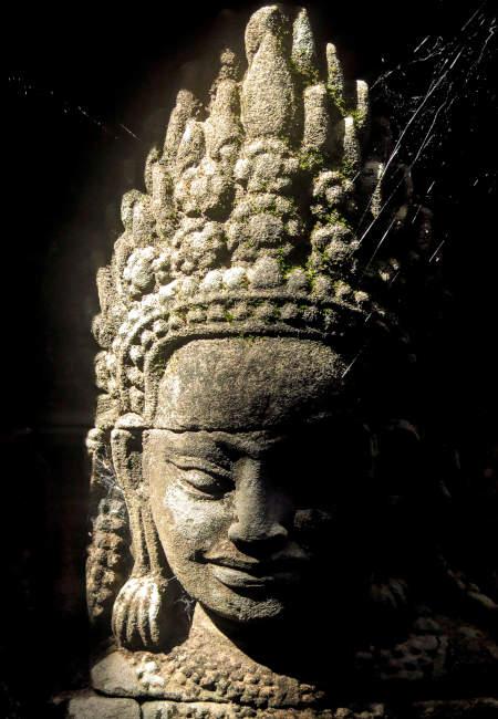 Statue dans un temple cambodgien.