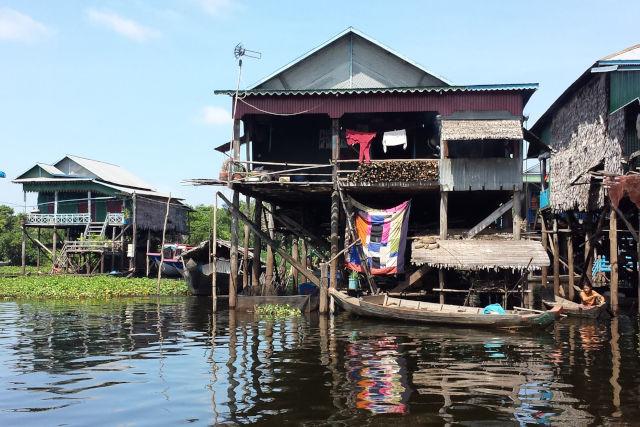 Maison sur piloti au Cambodge.