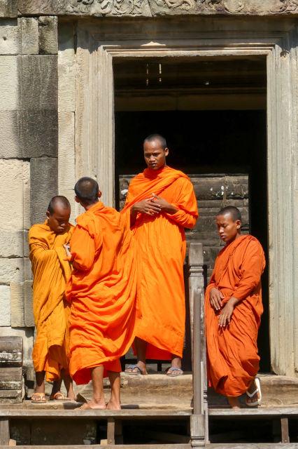 Moines bouddhistes à Angkor Wat.