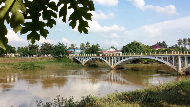 Pont à Battambang au Cambodge.