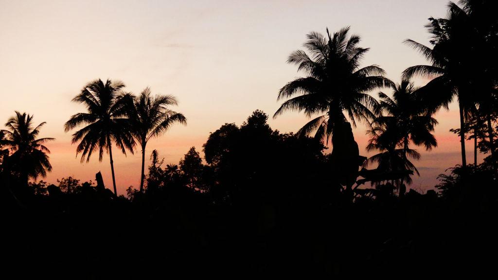 Coucher de soleil à Chi Phat au Cambodge.
