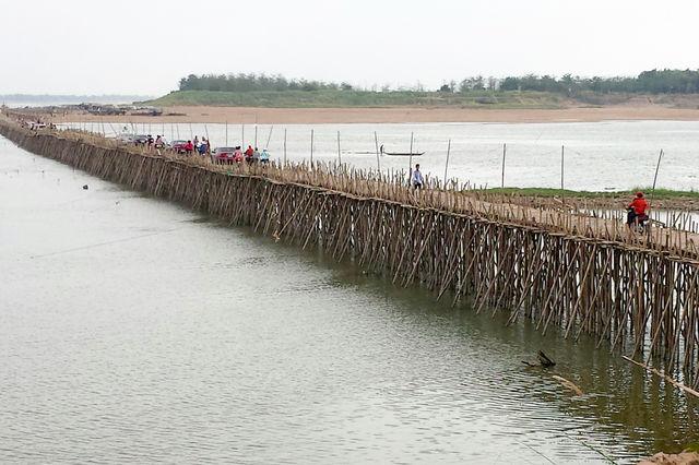 Digue sur la mer à Kampong Cham au Cambodge.