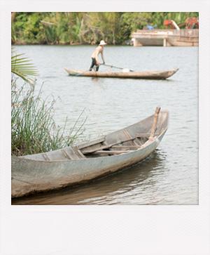 Balade en pirogue à Kratié au Cambodge.