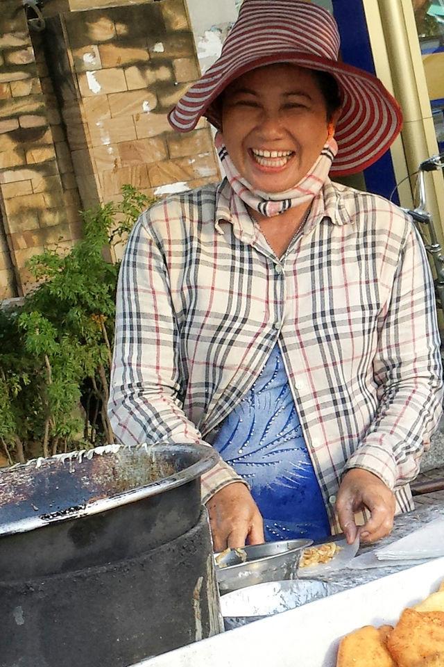 Cuisinière à Phnom Penh au Cambodge.
