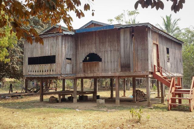 Maison sur pilotis dans la région de ratanakiri au Cambodge.