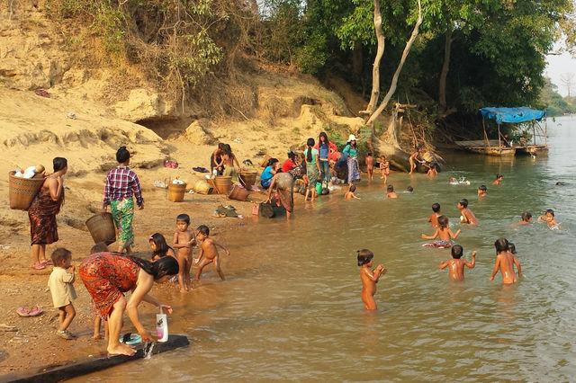 Lac dans la région de Ratanakiri au Cambodge.