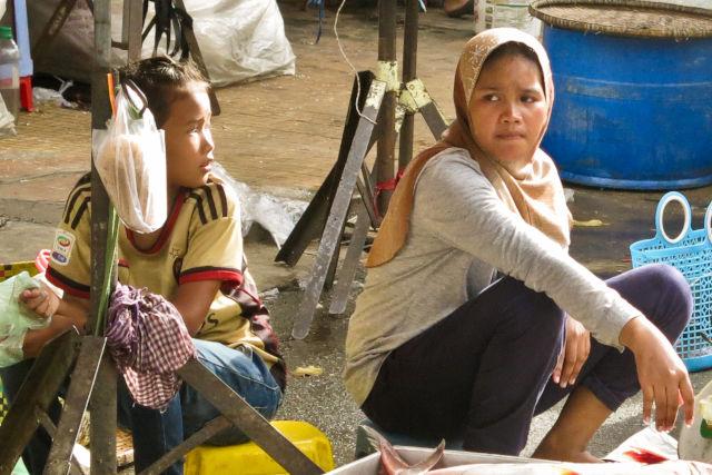 Jeunes filles cambodgiennes.